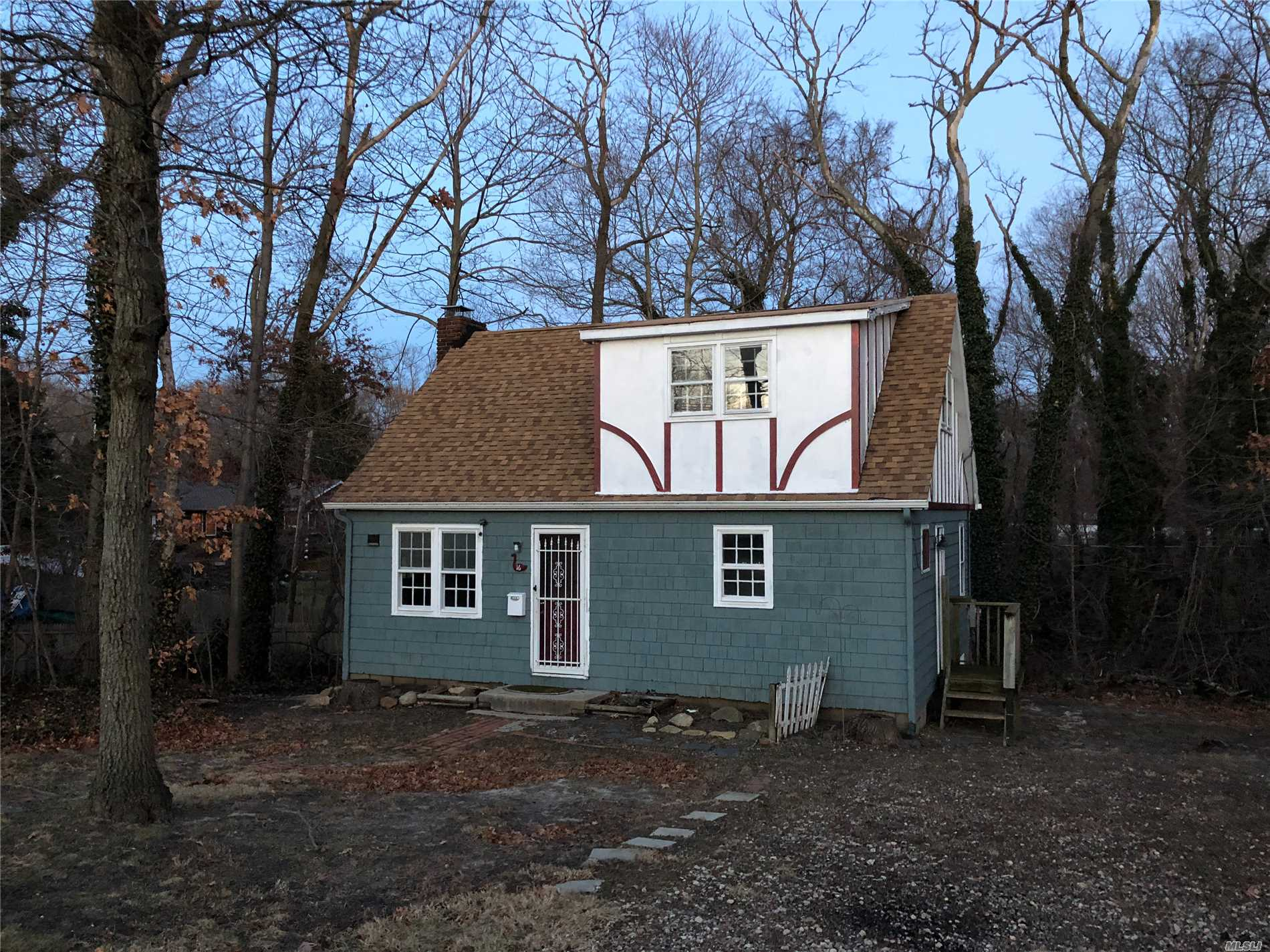 Legal2 Family . 2 Separate Cottages On One Lot. Right Of Way For Electric In Rear Of Property. Built By A Fire Island Craftsman With V Groove Cedar. Vaulted Ceilings, Heatalator Fireplace, Hwfloors. Bring Your Imagination. Young Gas Heating System And Hwh, And 150 Electric. 2 Separate Services.Shy 30000 Sq Ft Lot.