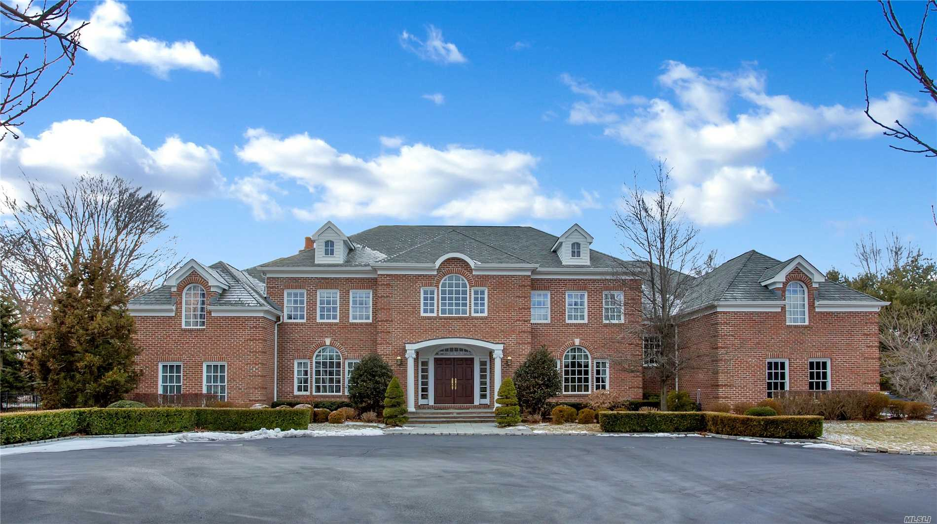 Built 2002 On 4 Magnificent Acres On One Of Old Westbury's Most Desirable Gated Cul-De-Sac's Sits This Spectacular Brick Georgian Manor Residence. This Stunning 7, 000 Sf. 5 Br 5.5 Bath Residence Offers Unparalleled Attention To Architectural Detail & Craftsmanship As Well As 2 Master Br Suites, 2-Story Eh, 3 Car Gar, Fin Bsmnt And Ig-Heated Gunite Pool & Spa. Jericho Sd
