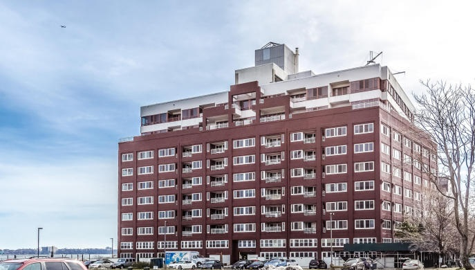 Manhattan style living just a short walk from the ferry! Huge 1800 sq ft, 2 bedroom 2 bath apt in luxury hi rise with Doorman, Parking, laundry room, gym.  Outrageous Views of NY Harbor. Pets possible. Credit check, proof of employment, 1 month rent, 1 month security, 1 month placement fee.