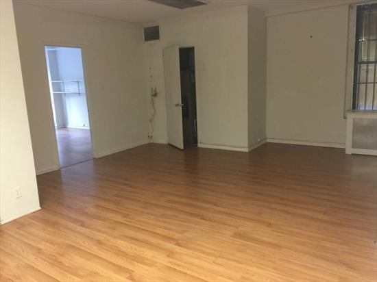 Amazing Spacious Office Space Opportunity in Times Square!  RENT: $4,900/month   SPACE:  1200 SF   TERM:  New Lease   COMMENTS:  - PRIME location in Times Square - Plenty of Natural Light  - Amazing View of Times Square  LOCATION:  On 7th Avenue and 40s   NEIGHBORS:  A, B, C, D, E, F, S and 7 Trains, Bryant Park, Red Lobster, Ruby Tuesday, Dominos, McDonalds, Walgreens