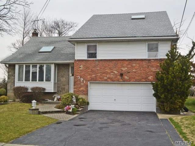 Huge Expanded Split. Awesome Views Of The Golf Course 5 Bedrooms 4.5 Baths W Private Master Suite Truly A Dream House. Hardwoods Throughout. Stainless Appliances. Newer Boiler / Hot Water Heater. Room For Large Family Taxes Being Grieved. Seller Is Motivated...