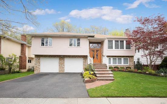 Grand Hi Ranch Approx 3, 600 Sfft. Located On Prestigious Quiet Tree Lined Street In Hewlett Park. Offers 2 Mbrms Suites, 2 Dens, 2 Fpls, Granite Eik W Picture Window, Breathtaking Forest Views, European Tilt & Turn Windows. Spa Mrbth W/Jacuzzi, Sauna. 6 Zones Cac, 4 Zones Heat, Generous Walk In Closets And Much More. Whole House Top Quality Double Water Filtration System.