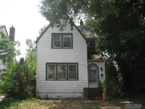 Charming And X-Lg Colonial W/Original Moldings And Wood Accents. Huge Lr And Fdr, Master Br W/Dressing Area.In Need Of Tlc To Bring It Back To Original Showplace. 1 Of A Kind- Worth The Work. Taxes After Star *All Binders Off* Show And Sell