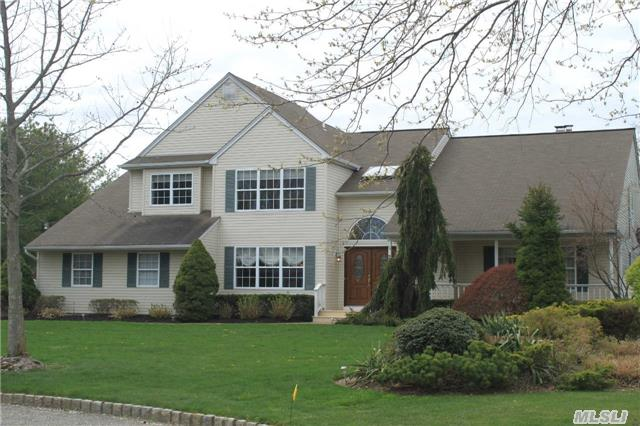 Turnkey Post Modern On Cul-De-Sac In Commack Sd #10! Soaring Ceilings In Foyer & Flr, Large Fdr, Gorgeous Kitchen W/ Double Oven, Wine Refr. & Granite Counters! Open Concept Kitchen/Den W/ Fp! Master Br Has 2 Wic And En-Suite!! Huge Basement! New Cac, Cvac, New Hwh, Surround Sound, Closet Systems, Alarm! Country Club Yard W/ Salt Water Pool, Waterfall, Decks,  & Lawn!