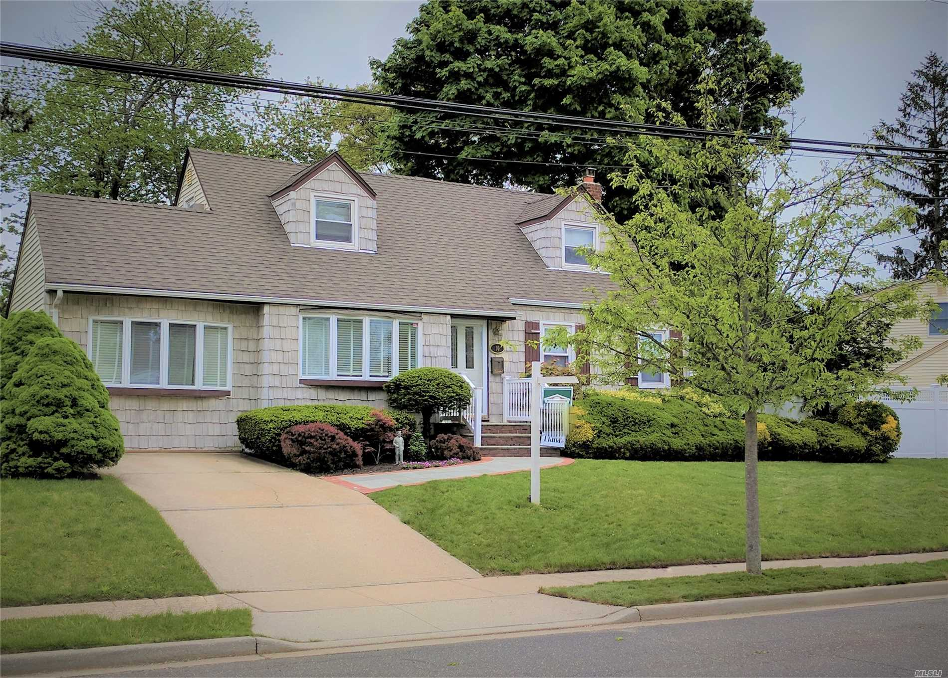 Updated, Expanded & Extended Cape In Mass Schools In Mass Pk (Not Village). The Extended Kitchen & Main Level Den Make Wonderfully Spacious Living Spaces. Many Updates Include Fresh Paint, Fixtures, Floors, Hi Hats, Kitchen, Bathrooms & More. The Fully Fenced Yard, Large Deck & Shed = Pleasant Outdoor Living. Conv To Marjorie Post Park Walk In Entrance. Low Taxes Verified W/All C.O.S In Place. Unqua Elementary. Wall Opened To Make Huge Master But Could Be Back To 4 Bedrooms.