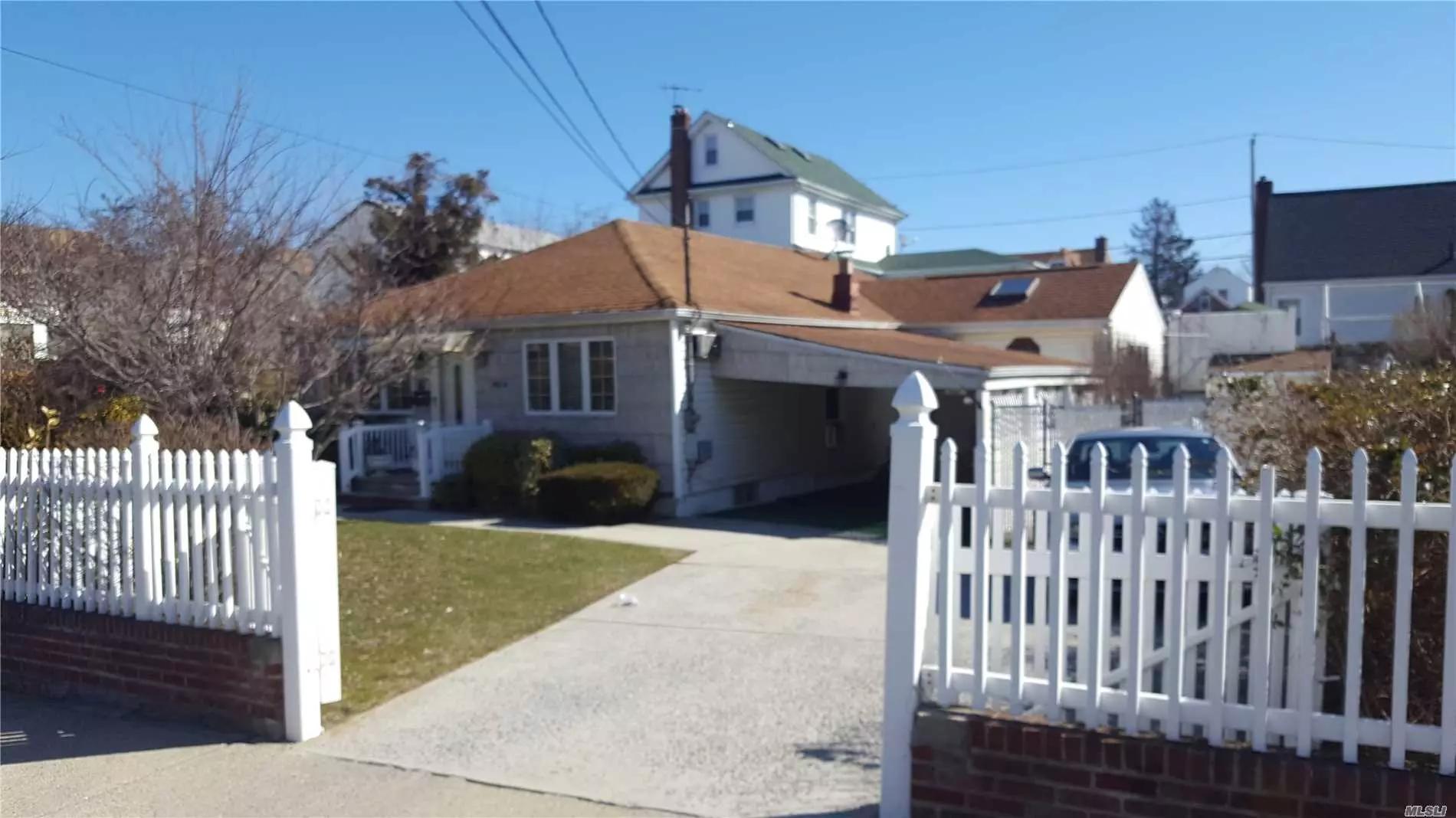 Mint Exp. Ranch, Fdr, Eik, Wood Floors, Den, 3 B/Rms, 2 Skylites, Side Patio On 65 X 80 Property.