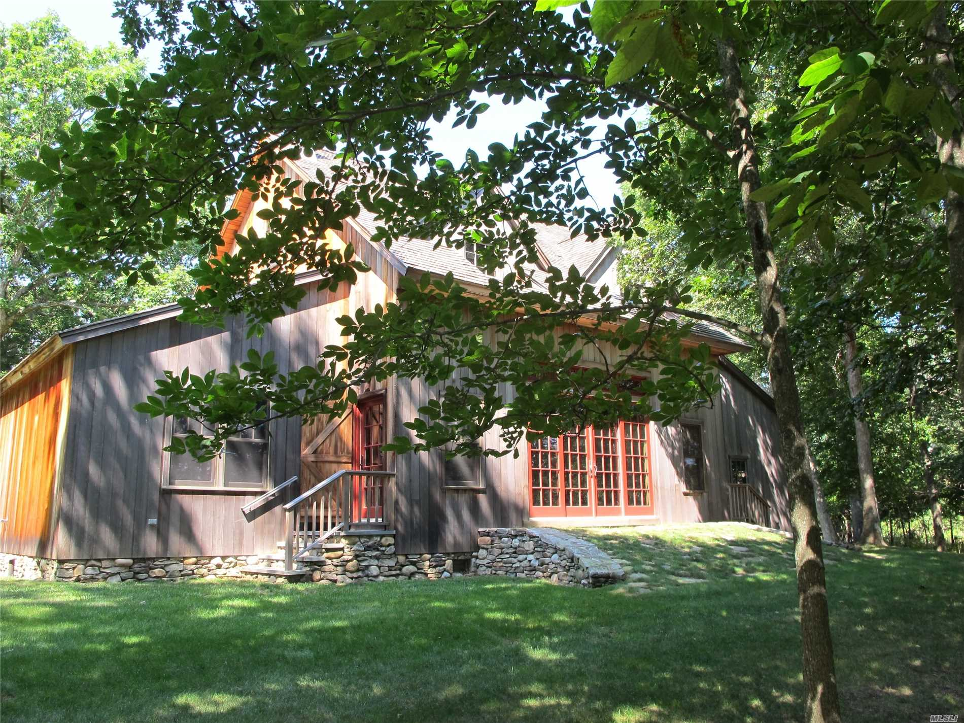 Privacy And Views Abound With This Beautiful Reproduction Of 19th Century Waterfront Barn. Wonderful Open Great Room With Streaming Light From Large Doors And Transom Windows. Mbr Lower Level, Bath, Grand Staircase To Sleeping Loft And Sitting Area. Also Available Other Dates
