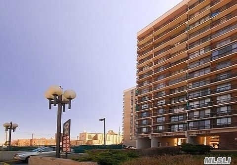 2 Bedroom Condo In Luxury Building, With Huge Terrace, 24 Hr Doorman, Pool, Gym, Picnic/Bbq Area And Playground! Must See To Fully Appreciate! Convenient To All, Express To Nyc & Buses To E, F Train.