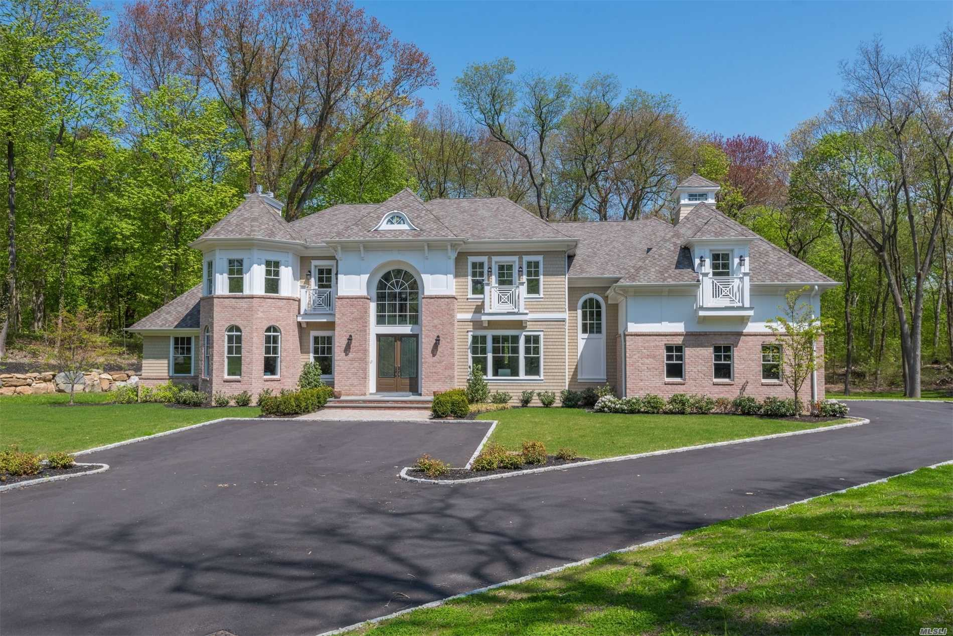 Spectacular New 6600Sqft Brick & Shingle Colonial In Famed Jericho Sd Combines Highest Quality Construction & Finest Materials With Fantastic Modern, Transitional Design. Beautiful Trim & Moldings Compliment Every Room Of This Sunlit Gem. Stunning 20' Foyer W Carrara Marble Floor, 10' Ceilings 1st Floor, 9' Ceilings 2nd Floor, 10 Lower Level Ceiling With Walk-Out, 5'' Oak Floors Throughout Generously Proportioned Rooms. Set On The Most Serene & Private 2 Acres With 3 Car Garage.