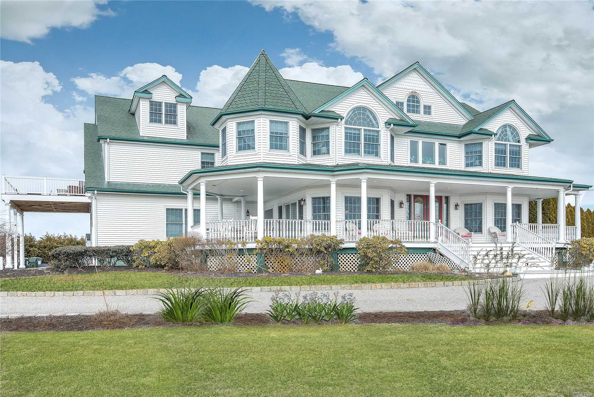 Look Out Over The Water From This 8, 500 Sqft Victorian With 8 Bedroom Suites, Spacious Living Areas And Views Of The Bay And Creek. Complete With A Full Finished Basement And In-Ground Pool, Set On Over 1.5 Acres And Just Minutes From The Hamptons.