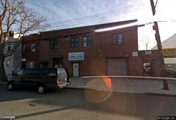 Spacious Commercial Space For Rent In Richmond Hill. This Warehouse Features Approximately 2,500 Square Feet Of Space And Includes Access To The Garage. A Must See!