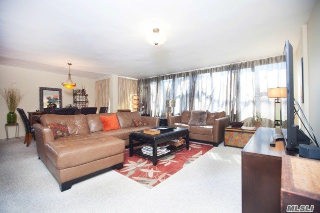 One Of A Kind. Private And Quiet Location. Custom Euro Kitchen With Granite And Stainless Appliances. Custom Bath. Smooth Ceilings. Carpet/Ceramic Living Room And Kitchen Tiles. Custom Living Room Blinds. Parking Transfer Available: P179.