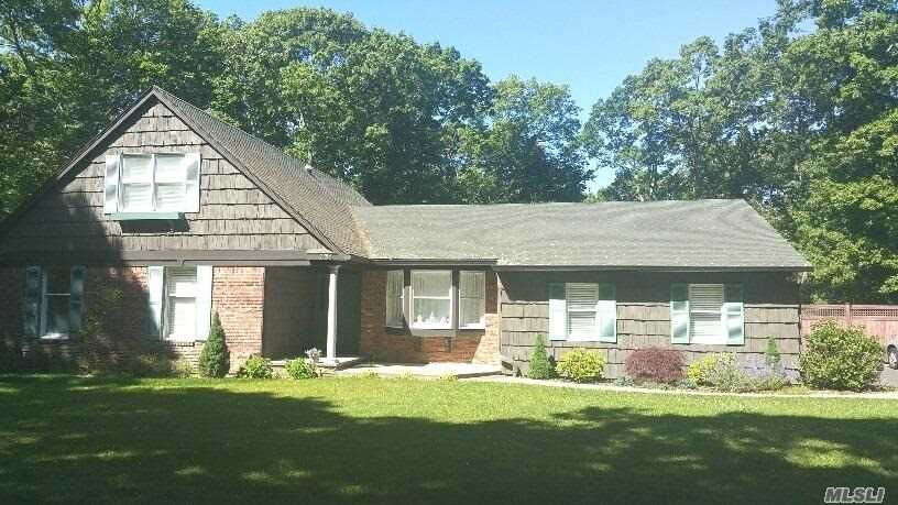 Beautiful 5Br Farm Ranch, Attention To Detail, Wood Floors, New Heat, Cac, Updated Kitchen, 400 Amp Service