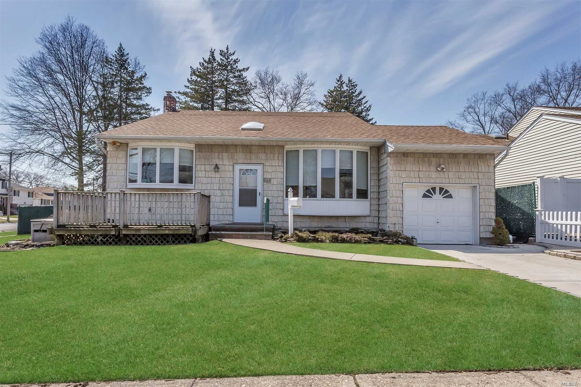Move-In Cond 5 Bdrm 2 Bath Updated Front To Back Split W/Full Basement! 5 Bdrm 2 Bath, Oak/Corian Eik, Fdr, Vaulted Lr, Hardwood Floors, 200 Amp, Cac, Gas Cooking And Heat, Igs, Whole House Water Filtration System. 1 Car Garage, Won't Last!!