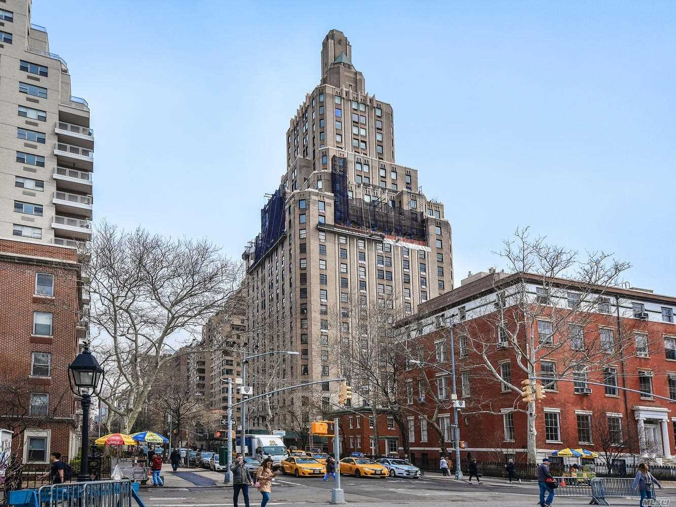 A Beautiful Prewar, Full Service Building Erected In 1927 By Harvey Wiley Corbeth. Live The Life Of Elegance In This Amazing Apartment Overlooking Washington Sq. Park And 5th Avenue.