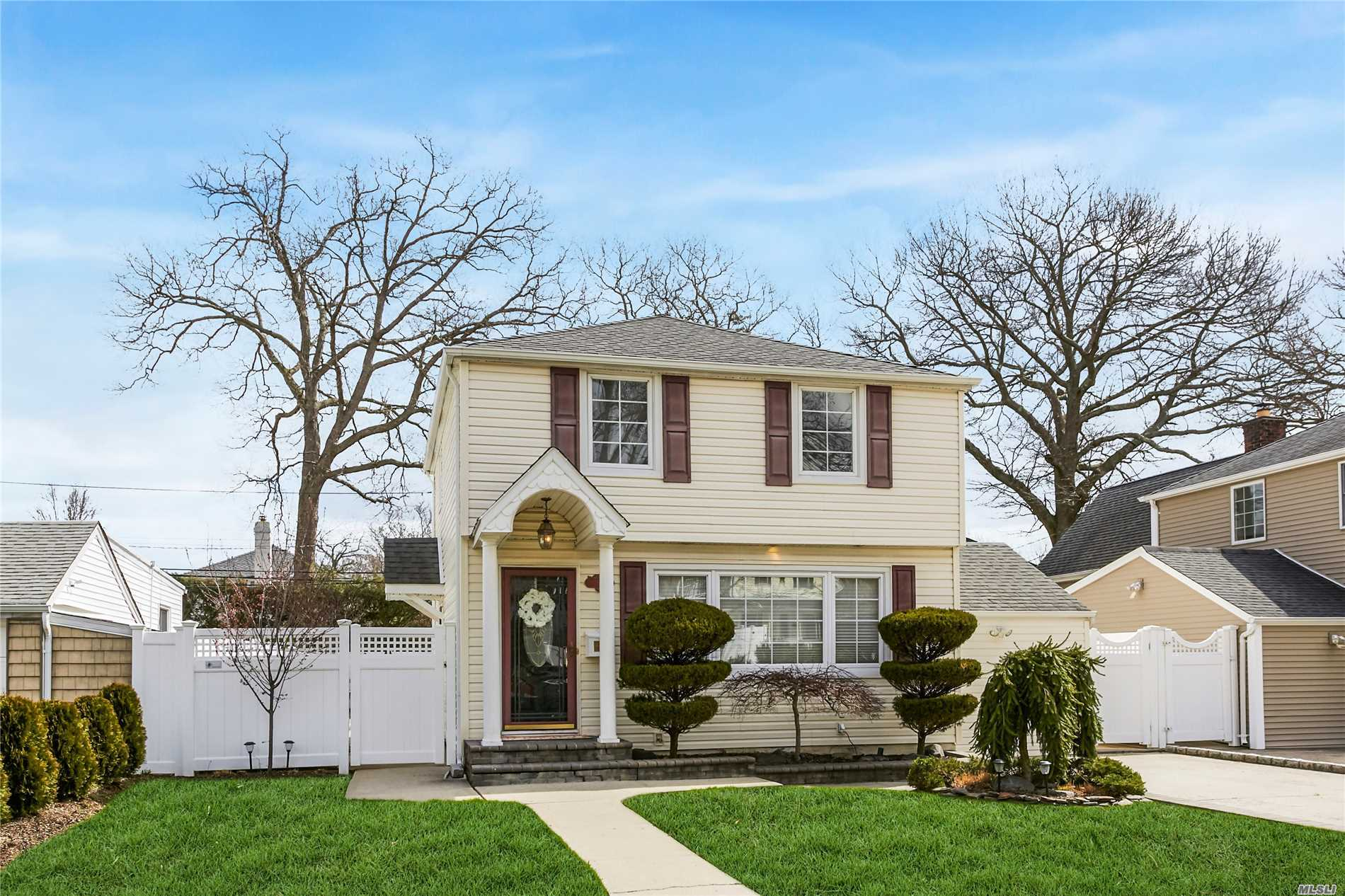 Beautiful And Immaculate One Family Home That Sits On A Generous Size Lot , Modern Kitchen With Granite , 2 Modern Full Bathrooms, 3 Bedrooms And Beautiful Hardwood Floors, The Home Also Has Central Air And Central Heat For Your Comfort.This Home Is A True Turn Key Home.