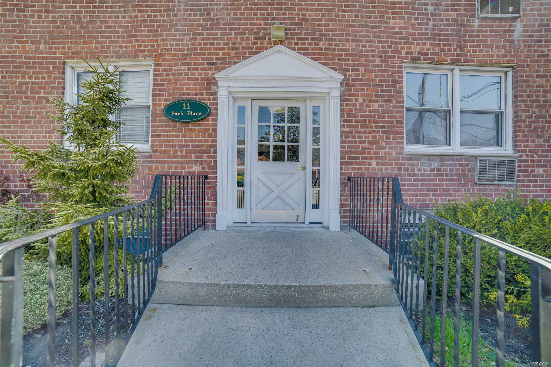 Great Central Rockville Centre Location! Nearby To All Village Restaurants, Shopping And The Lirr Station. Immaculate Apartment With Private Alcove Bedroom Area. Currently No Wait-List For A Parking Spot ($40 Per Month). First Floor Unit. Laundry Room In Building.
