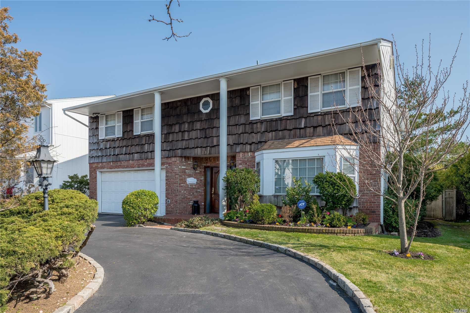 Beautiful Splanch On A Quiet Street. Spacious Home Featuring Circular Driveway, 2 Car Garage, Large Eik With Granite Counter Tops, Formal Dr, Den W/Fireplace & Living Room And 2 1/2 Bathrooms. Master Br With Ensuite And Additional Space For Br/Office And 3 Large Additional Br's. Has Adt Alarm System, Igs And Central Air Conditioning. Also New Heating System And Hot Water Tank. Gas Heating. In Walking Distance To House Of Worship!