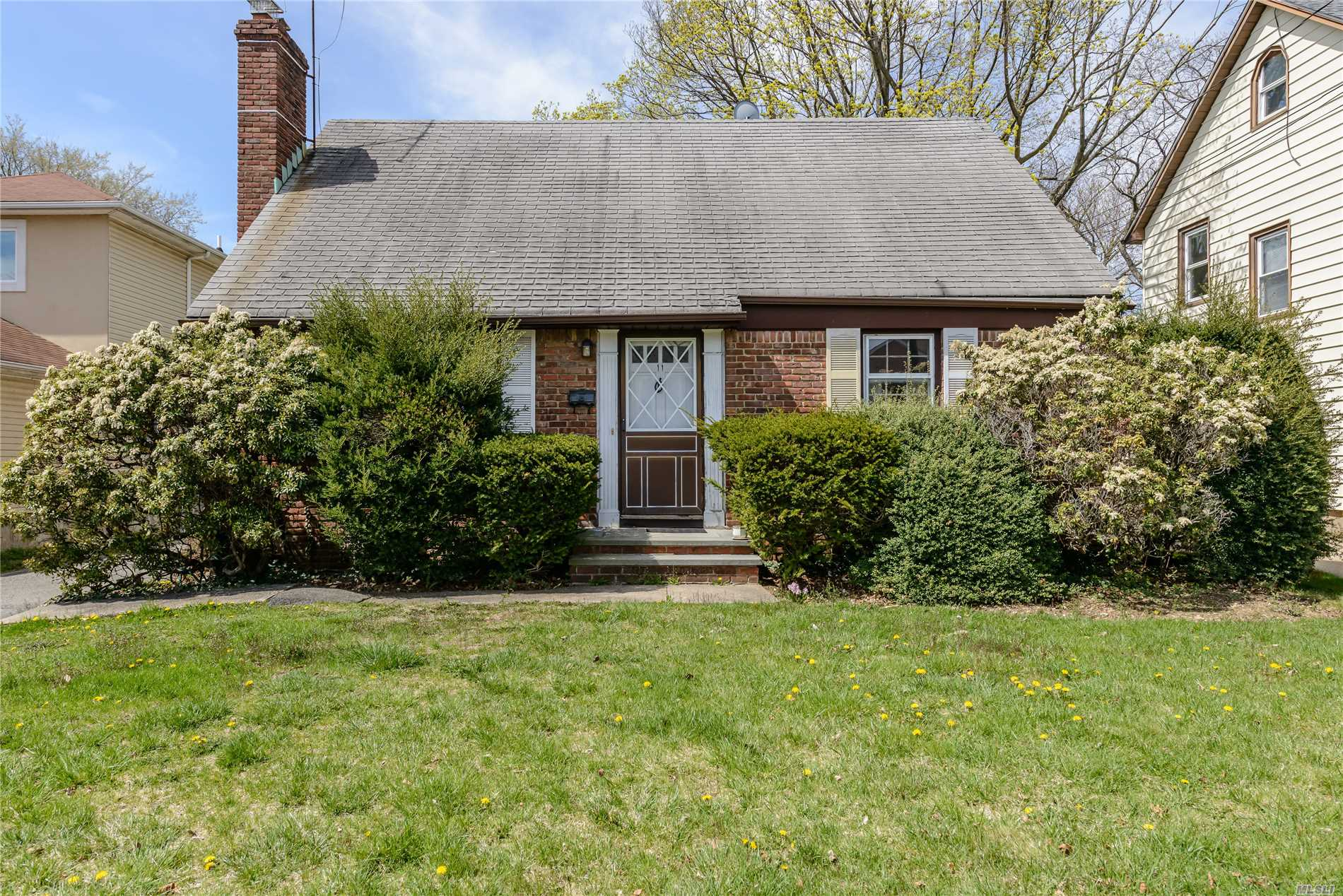Opportunity Abounds In This Roslyn School District Cape. Situated On A 50 X 150 Lot, This Home Is Surrounded By Newer Builds And Well Maintained Homes. Close Proximity To The Lie, Northern State Parkway, Lirr And Two Major Medical Facilities. Home Needs Tlc. Cash Offers Are Preferred.