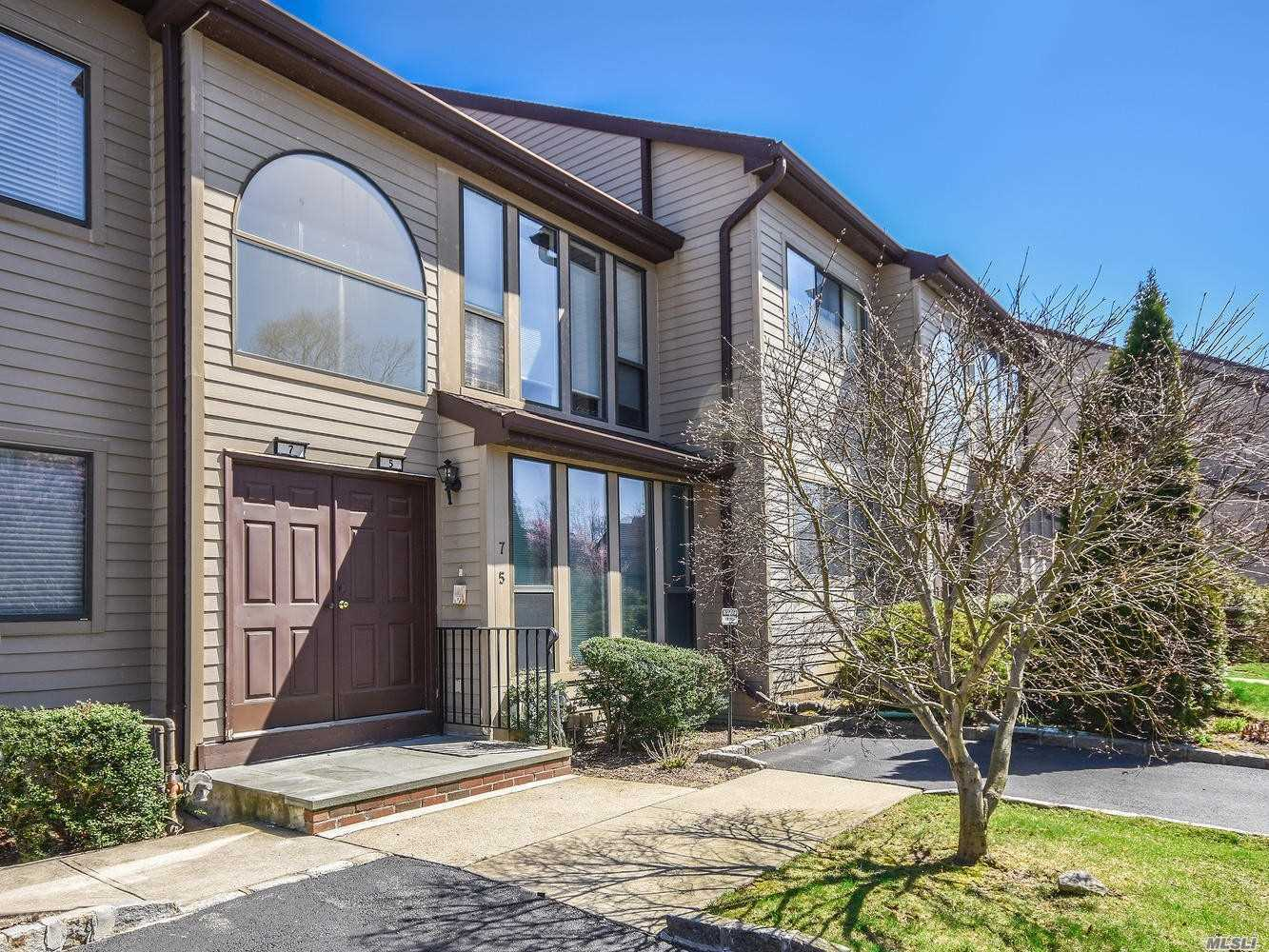 Just In Time! Set In The Knolls Private Community, And Embraced By Nature's Palette, This Neighborhood Was Built On The Former Women's Pga Golf Course. This Main Level Unit Affords A Perfect Lifestyle For Anyone Who Desires Single Floor Living. Planned For Comfort, The Layout Is Open And Spacious And Within Your Reach. Blink, And It Will Be Gone!