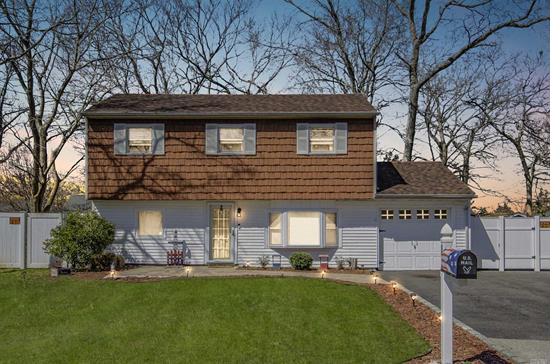 Nicely Updated Split Featuring A New Kitchen, Bath And New Flooring To Name A Few. Outside Front Patio Walkway Is Recently Updated. Close To Elementary School, Shops And Restaurants.