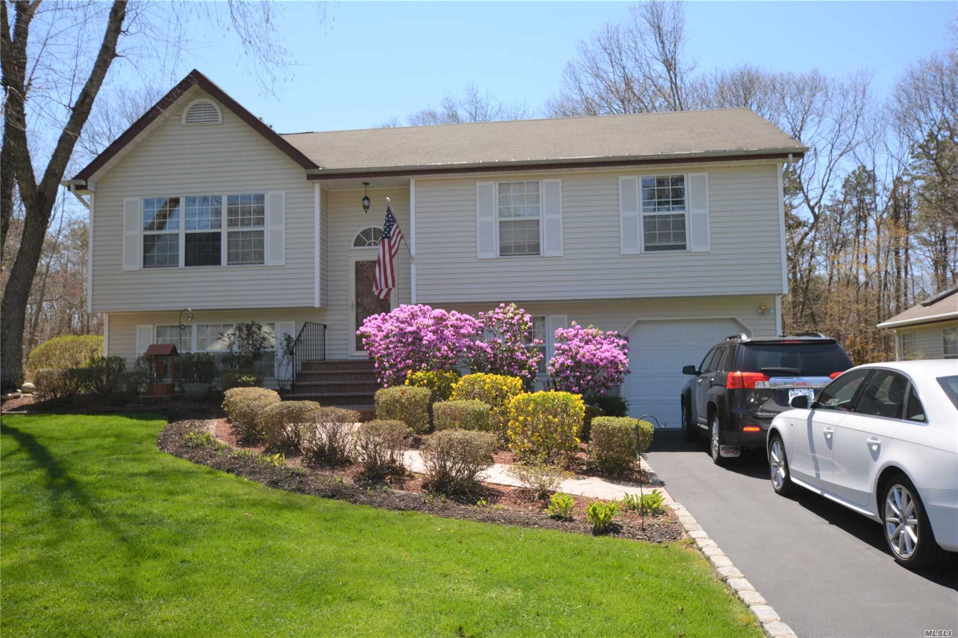 Back On The Market!  Motivated Seller! Diamond Home In Cul De Sac. Just Move In. 3Br With Office That Can Be Turned Into A 4th Bedroom. Eik, Two Full Baths, Lr, Dr And Large Den/Family Rm. Large Outdoor Deck For Entertaining. View Of Golf Course. Gated Community, Tennis Court, Basketball Court, Pool, And Recreation Area. Must See, You Will Fall In Love With This Home And The Grounds. Maintenance Includes All Landscaping, Snow Removal, Street Maintenance, Garbage, And Water. Wont Last!