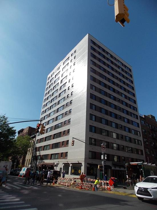 Charming Alcove Studio Apartment Priced To Sell. Handy Man Special. Comparable Apartments In This 24 Hour Doorman Building Have Sold For As Much As $595,000. Great Location, Great Price, Great Opportunity . All In The Heart Of Chelsea!