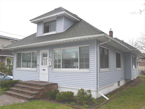 Freshly Painted, In-Line Expanded Ranch With 4 Bedrooms, Located In The Award Winning Plaza School District, Centrally Located Close To Schools, Shopping, Lirr, And Major Parkways And Super Low Taxes!!! This Home Features 4 Bedrooms, Full Basement, And A Large Eat In Kitchen!!!