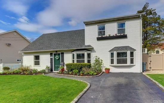 :Mint, Open Concept, Lr, Fdr, Eik; 4Bdrm, 2 Full Baths. Kitchen W/ Lg Ctr Island, Stainless Appliances, Granite Counters. 2nd Fl. Lg Master Br W/Walk-In Closet. Dual Entry Master Bath W/ Double Vanity, Soaking Tub, Sep.Glass Shower And Sep. Water Closet. New Windows & Updated Siding, Roof & Full Pvc Fencing. Resort Backyard With 16X32 Heated Igp, Hot Tub & Covered Screened Porch, Lg Amish Shed. Located In A Quiet Area Across From Preserve; .06 Mile From Lirr W/ Express To Penn