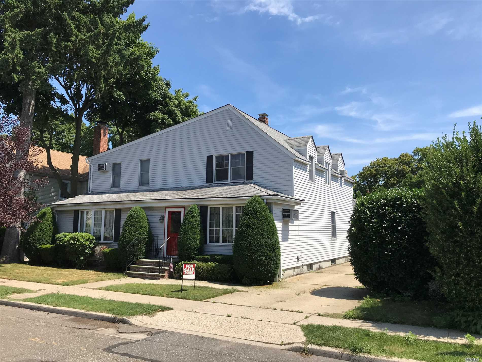Optimal Location! This Charming, Quaint & Beautifully Landscaped Home Is Perfect For Your Family. Large Great Room With Gas Fireplace, Living Room, Formal Entertaining Size Dining Room. Full Eat In Kitchen. Above Ground Pool. Spacious Back Yard. Over Sized Garage.