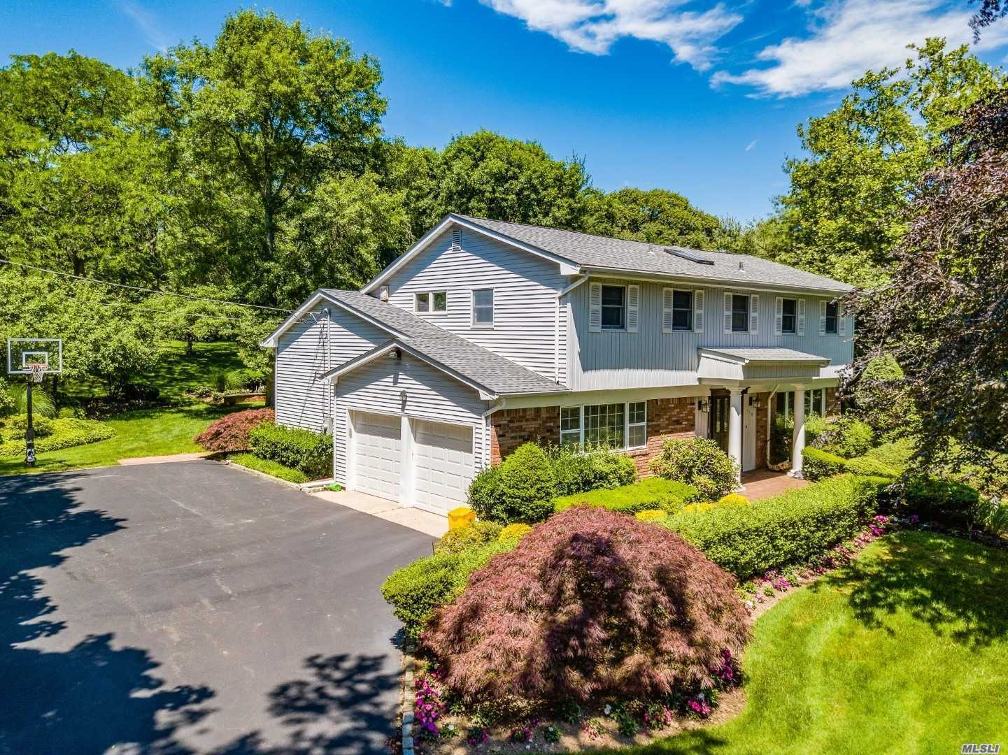Perfect Location In N. Syosset! Exp 4 Bedroom, 2.5 Bath Splanch. Open Floor Plan W/Updated Kitchen With Wood Cabinets, Granite Counters And Stainless Appliances That Opens To Oversized Family Room With Sliders To Patio. Large Master Bedroom Suite With Walls Of Closets And Sitting Area. Full Expanded Finished Basement. Parklike 1 Acre Property W/ Vinyl Pool. Berry Hill Elementary