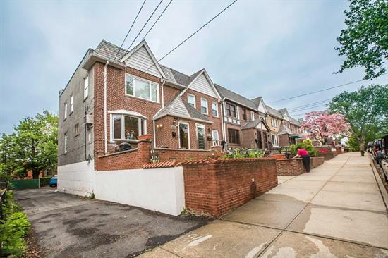 Move-In Condition Brick Semi-Detach 1 Family In Maspeth Plateau. Features 3 Bedrooms 2 Full Baths, Formal Dining Room, Spacious Living Room, Granite Countertops, Hardwood Floors, Attached Garage (Total 3 Parking Spaces), And Many More. Close To Buses And Easy Access To Highways. (I-495, Queens Boulevard).