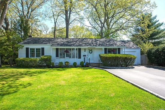 Brand New To Market! Totally Updated Diamond Ranch With New Kitchen, Bath, Roof (2013) And Anderson Windows. Gleaming Hardwood And Designer Updates In This Charming, Fenced Ranch In The Heart Of St. James. Open Floor Plan, Newer Seperate Hot Water Heater (2015). Updated Stainless Appliances. Brand New Cac & Alarm System(Both 2018). Rare Opportunity, Won't L1Ast!