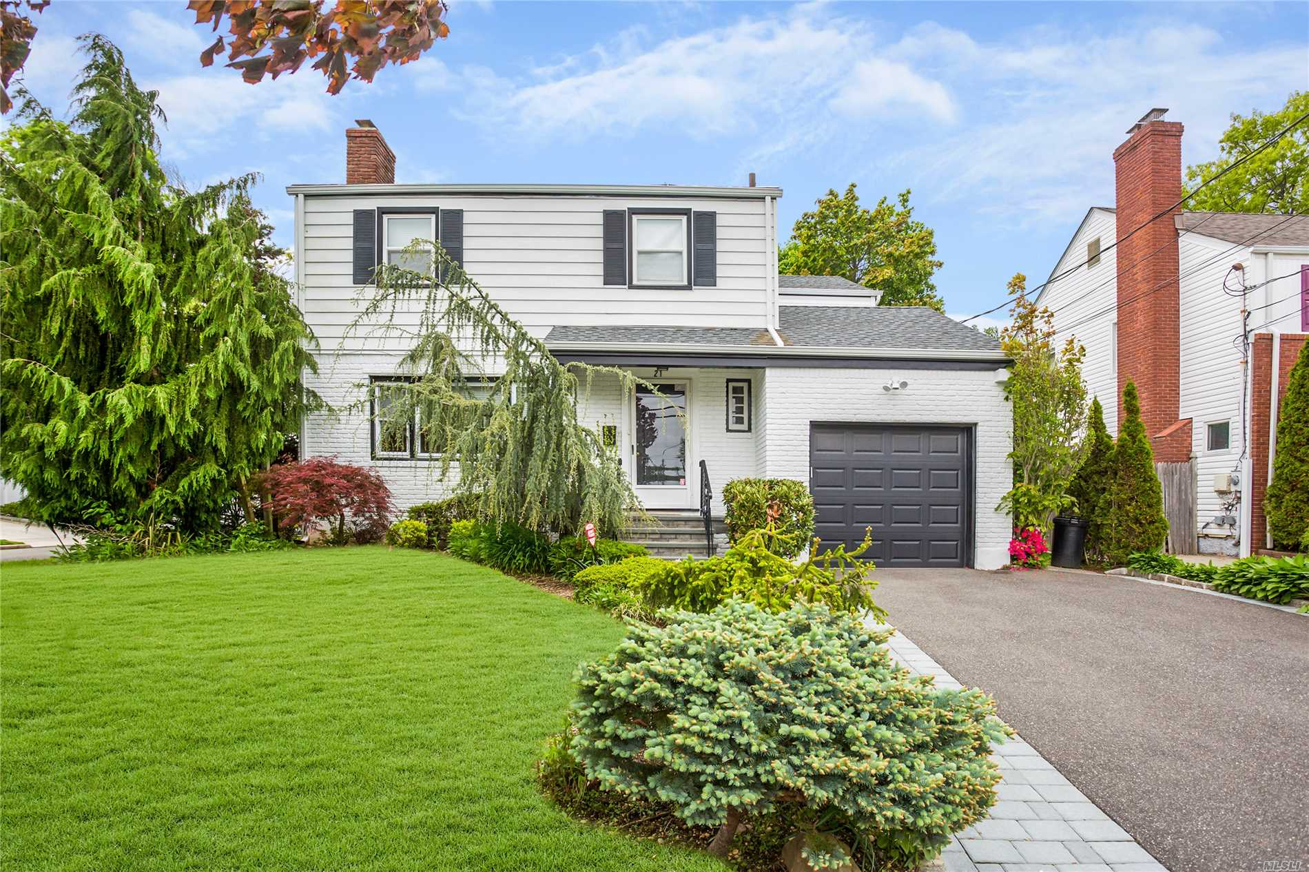 A Rare Gem, Pristine Colonial, 4 Br's On 2nd Fl, New Baths, New Kitchen, New Roof, Newly Finished Basement, New Led Lighting, Beautifully Landscaped, New Driveway, Nothing To Do But Move Right In! Walking Distance To Lirr Low Taxes!!!!