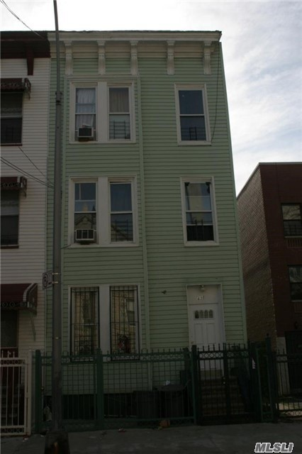 3 Family Located In The Upcoming Area Of Mott Haven In The Bronx, Property Is Fully Tenanted 1st. Floor 2 Bed. Apt. $1, 800.00, 2nd. Floor 3Bed. Apt. $1, 900.00, 3rd Floor 3Bed Apt. $1, 900.00, Bsmnt Is Full & Finished. Sales Come With All The Tenants, None Of The Tenants Have Leases At The Moment.