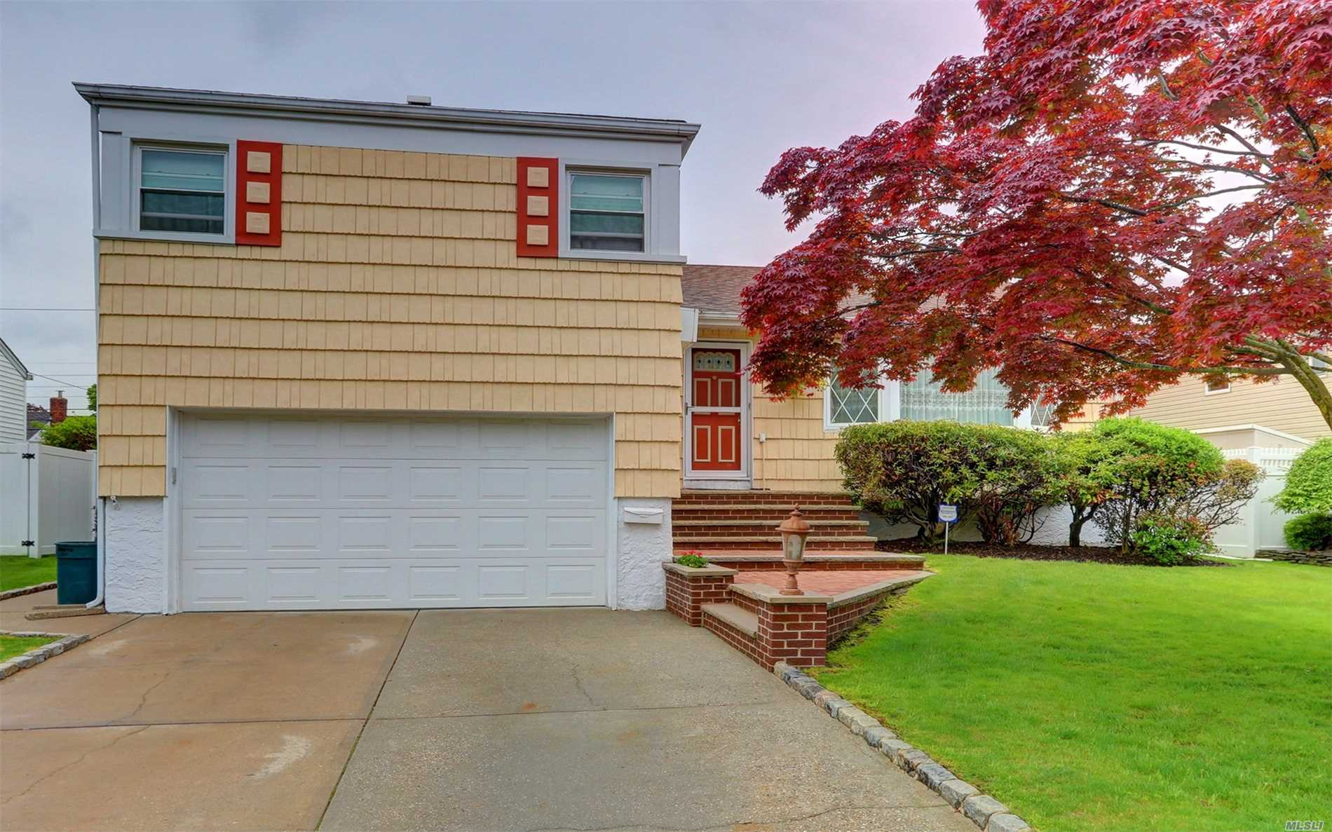 This Is A Very Large Well-Maintained Split In Plainedge School District. Rooms Are All Very Big And It Does Have 4 Levels, Full Basement W/ Wet Bar, Newer Windows, Roof, Gas Burner And Water Tank, 200 Amp Electric. Beautifully Manicured Backyard, Shed(Gift), Ag Pool(Gift) Nice Size Den/Office Sliders To Patio, Good Size Master/ Family Bath Has Tub W/Jets, Big Attic All Floored With Electric. Mrs Clean Lives Here
