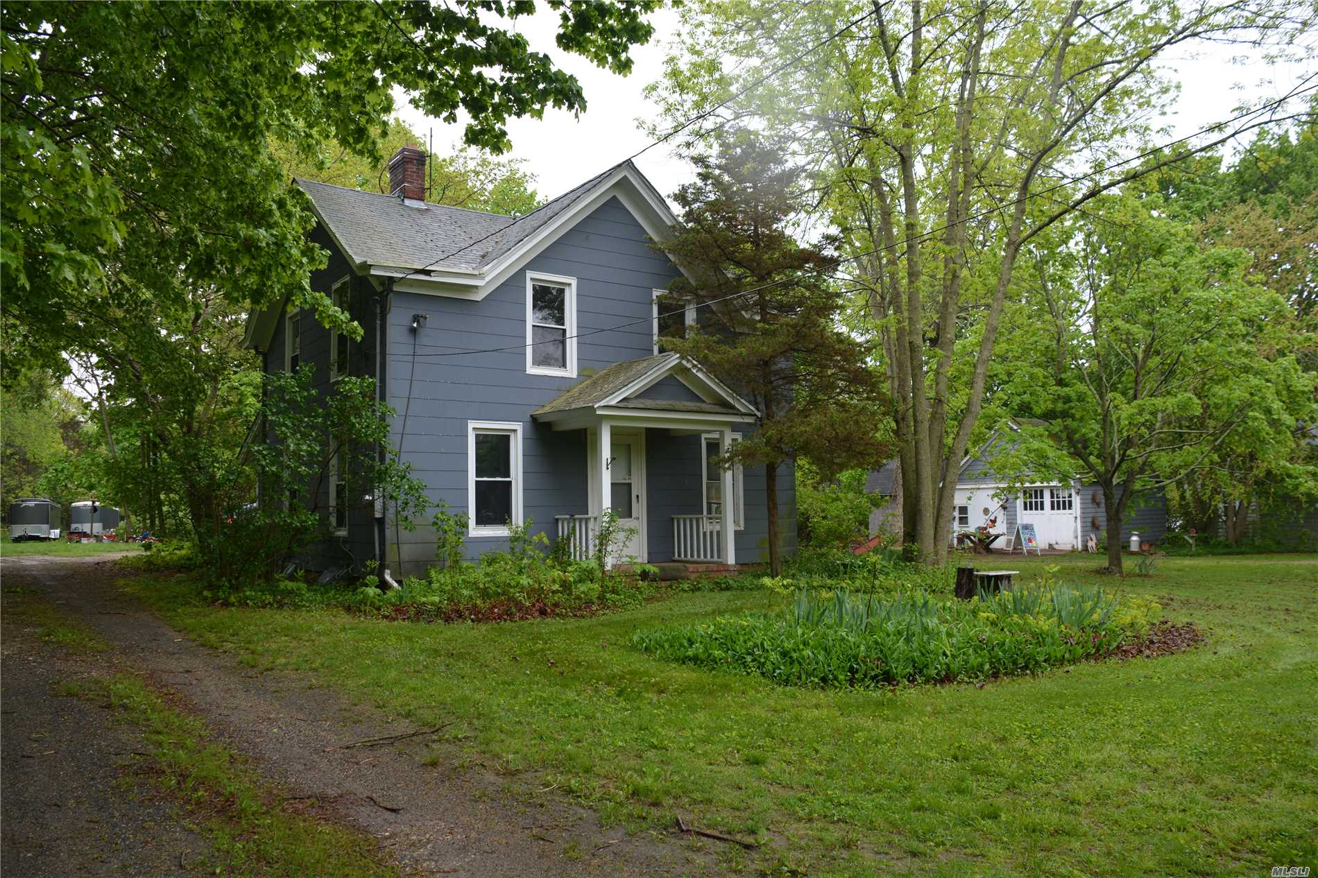 Victorian With 7.3 Acres. Fixer Upper. Main Road Visibility.