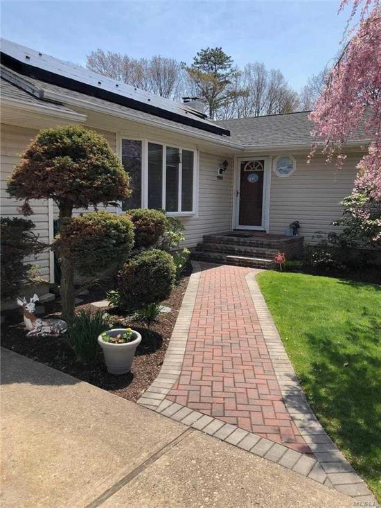 Back On The Market! Perfect 3Br L Shaped Ranch Complete With Whole House Generator, Anderson Windows 200 Amp Service! Open Floor Plan In New Kitchen And Dr! Full Extra Large Basement W/Heat & Cac! Hardwood Floors In Every Room! Too Much To List! Large Landscaped Property And Fenced Igpool W/New Liner! A Must See!