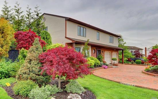 Unique Splanch, Built Larger Than Average Style, Located On Quiet Cul-De-Sac. Beautifully Landscaped & Manicured Grounds, Glass Sliding Doors To Privately Fenced In Yard, Lg Master W/En Suite, Plus 3 Additional Large Bedrooms; Storage Galore; Finished Basement And 2 Car Garage.