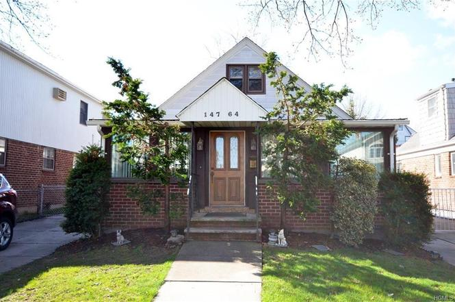 Single Family Cape In The Heart Of Whitestone For Sale Features 3 Bedrooms, 2 Full Bathrooms, Finished Basement, Attic, Driveway And Garage. Hardwood And Tile Flooring Throughout, Washer/Dryer Included. Close To Transportation And Shops. All On A 40X125 Sq Ft Lot, In District 25. A Must See!