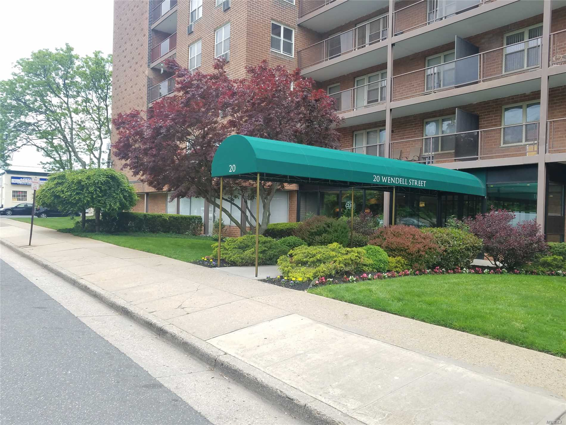 Spacious 1 Bedroom Unit In A Beautifully Maintained Co-Op Building. This Unit Features A Large Living Room, Separate Dining Area, Large Bedroom, Galley Kitchen And Newly Renovated Modern Bath. This Property Is Conveniently Located On Border Of Garden City. Laundry And Parking On Premise.