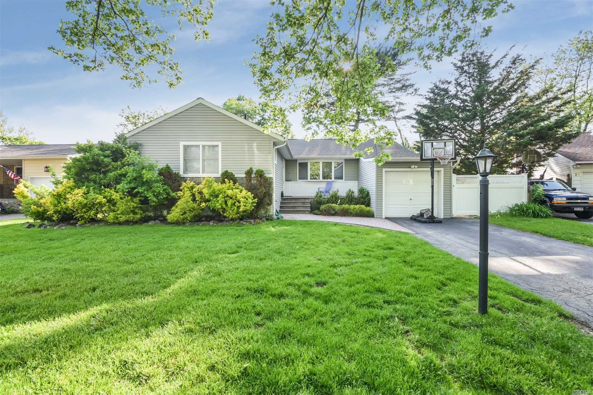 Location, Location!Best Value In Sd #14. 3 Bedrooms, Master Bath, Eat-In Kitchen With Granite Countertops And Stainless Steel Appliances. , Main Floor Den Full Finished Basement With Separate Enterance, Quiet Tree Lined St. Oakwood Floors Throughout.