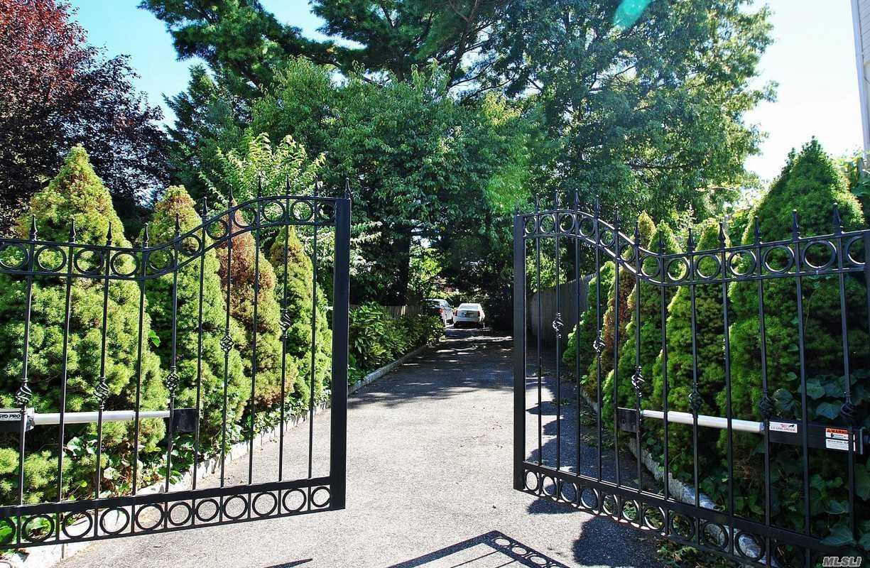 Beautiful Home With Huge Property, . Lush Grounds With English Gardens .Heaated Pool & Hot Tub Wolf Appliances, Sub Zero Fridge. House Can Not Be Seen From Street, . Must Pass Thru Private Security Gate Onto Private Road To Gain Access This Special Property. Spectacular Piece Of Paradise. Truly One Of A Kind. Great School Dist. Room To Expand.