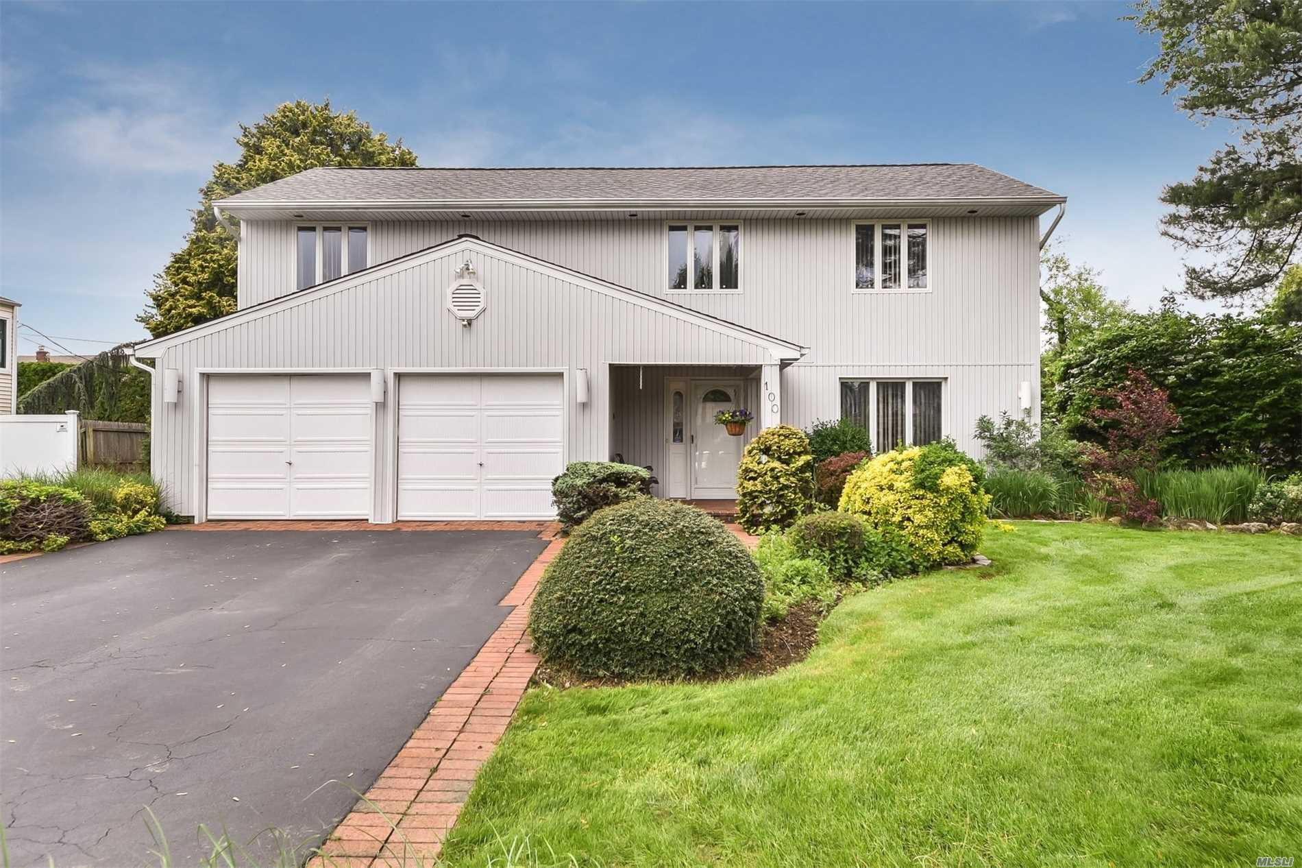 Unique Splanch In W. Birchwood's Desired Madison Pl In Pvt Cul-De-Sac. Offers It All. Large Property, Quiet Location, Colonial Style Bedroom Layout With Bonus Family Room, Ig Pool, And Many More Updates. Recently Converted To Gas Heat, New Burner, New Hot Water Heater, 6 Yr Old Roof, Solar Heated Pool With 2 Yr Old Vinyl, Anderson Thermal Pane Windows, 3 Year Old Cac, And Re-Done Baths. Come See This Well Maintained Home. Will Not Last! Jericho Schools. Cantiague Elementary.