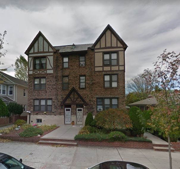 Lovely One Bedroom Apartment For Rent In Flushing Feautures Living Room/ Dining Room Combo , Eat In Kitchen & 1 Full Bathroom. Hardwood Flooring Throughout. Heat And Water Included. Close To All Shop & Transportation. A Must See!!!.