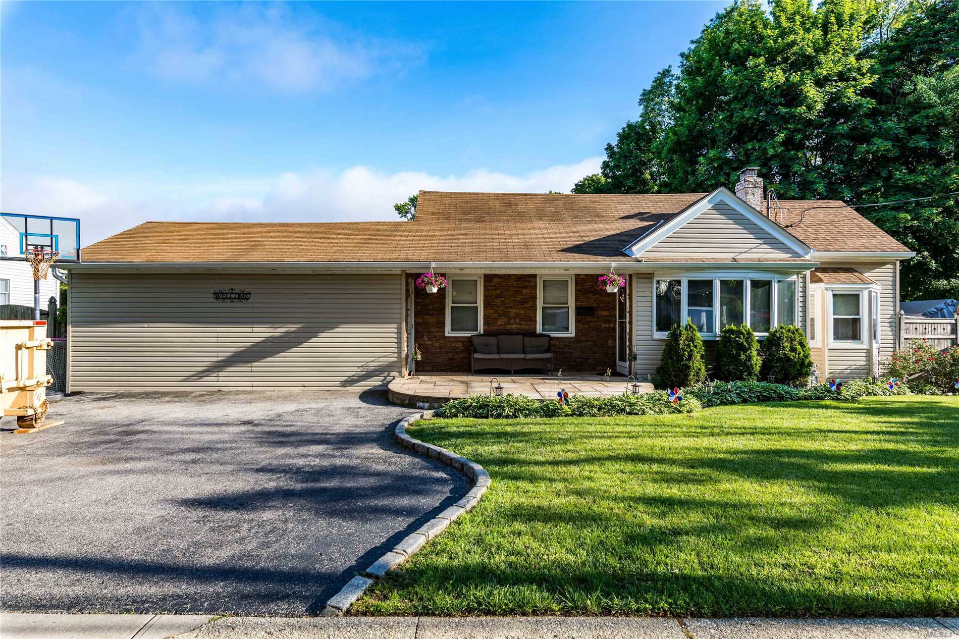A One Of A Kind Expanded Ranch In The Heart Of Wantagh. 80 X 125 Property. Enter Through The Front Sitting Room W/ Wood Burning Fp, Into An Updated Kitchen, & Large Dining Room. Truly An Entertainers Delight With A Huge 3 Season Room W/ Skylights, Outdoor Patio And Pool, That Is Being Offered As A Gift With The Home! Very Large Master Bedroom. Wood (Pergo Style) Floors. 200 Amp Elec. Central A/C. Don't Miss Out, Wantagh Woods Is Waiting For You!