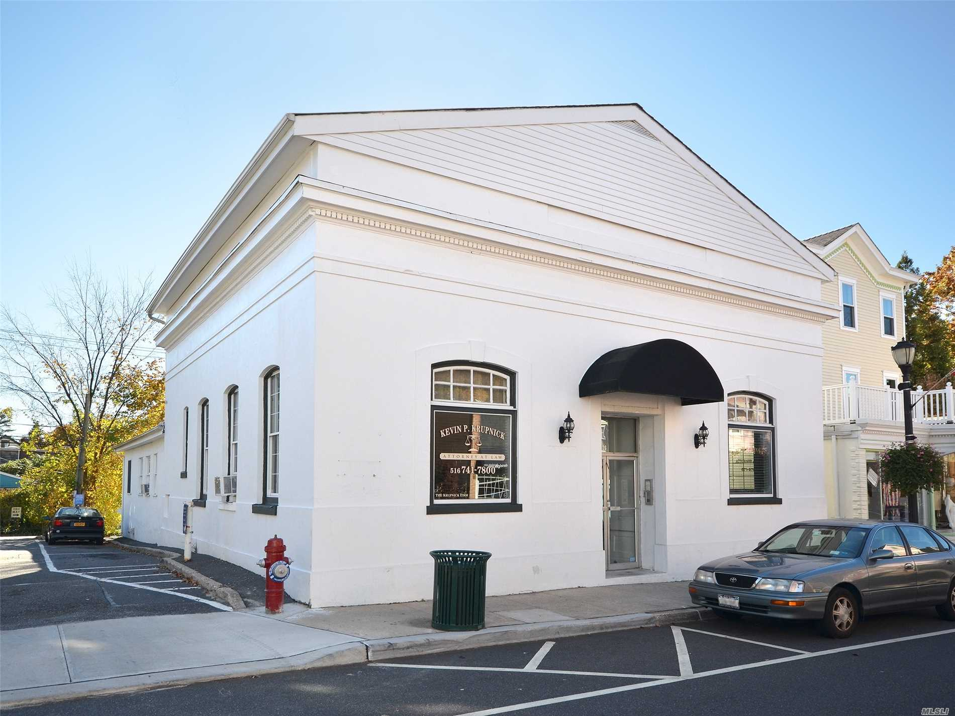 Office Space Available In Charming Sea Cliff Office Building. $750/Mo Includes All Utilities. Bathrooms And Common Area Recently Renovated.