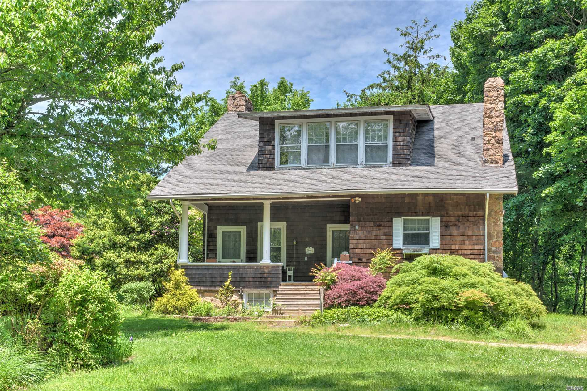 Grand Waterview Cedar Shingled Craftsman Only Steps From The Long Island Sound. 5 Bedrooms, 2 Baths. 2 Fireplaces, Kitchen, Dining Room And Huge Porch Overlooking The 1.4 Acre Park Like Grounds Perched Above The Long Island Sound A Short Distance Away. Convenient To Everything.