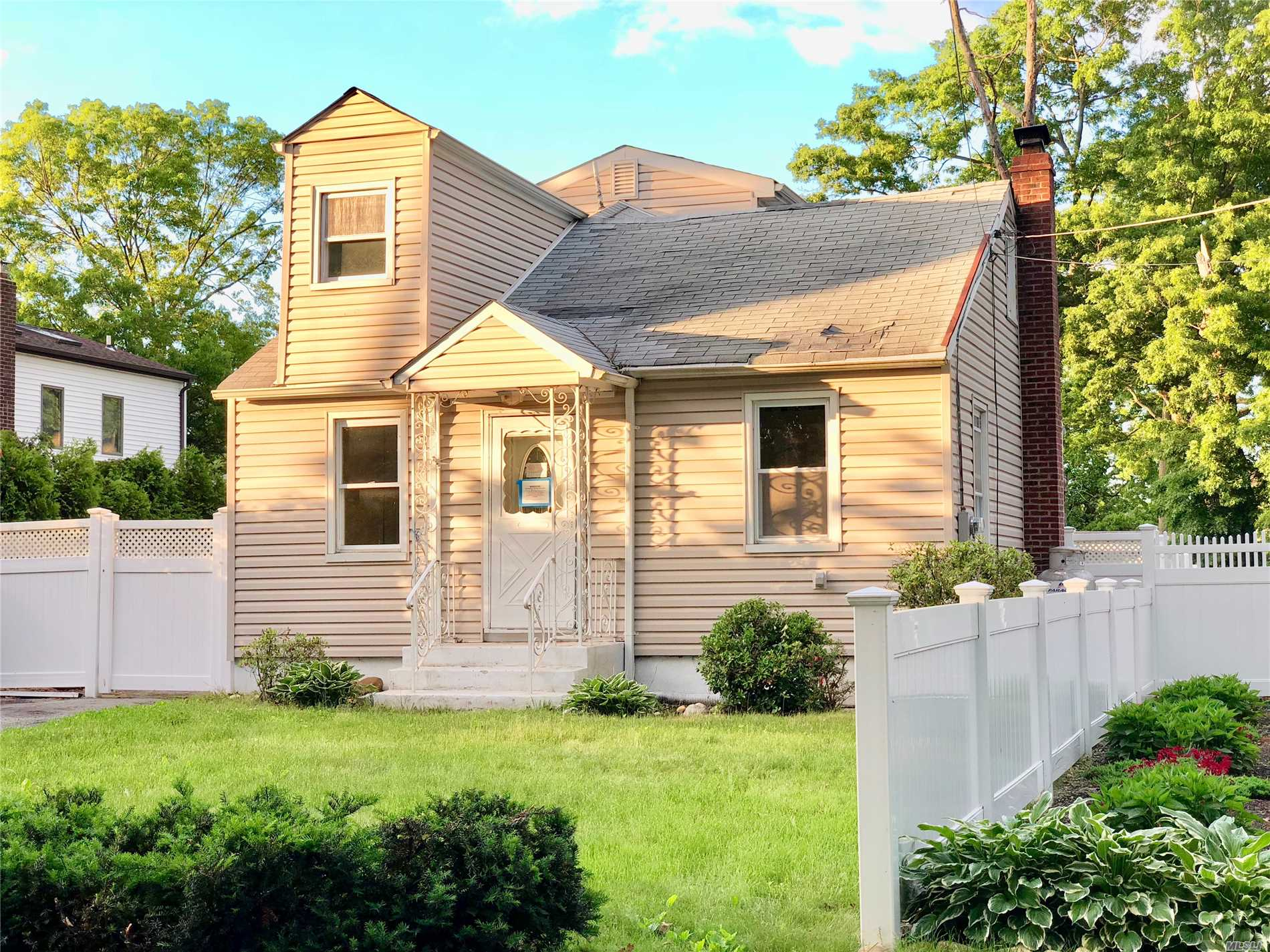Ronkonkoma Cape Style Home Features Kitchen, Living Room, Mud Room, 3 Bedrooms, 1 Full Bath, Attic / Storage, And A Full Basement.