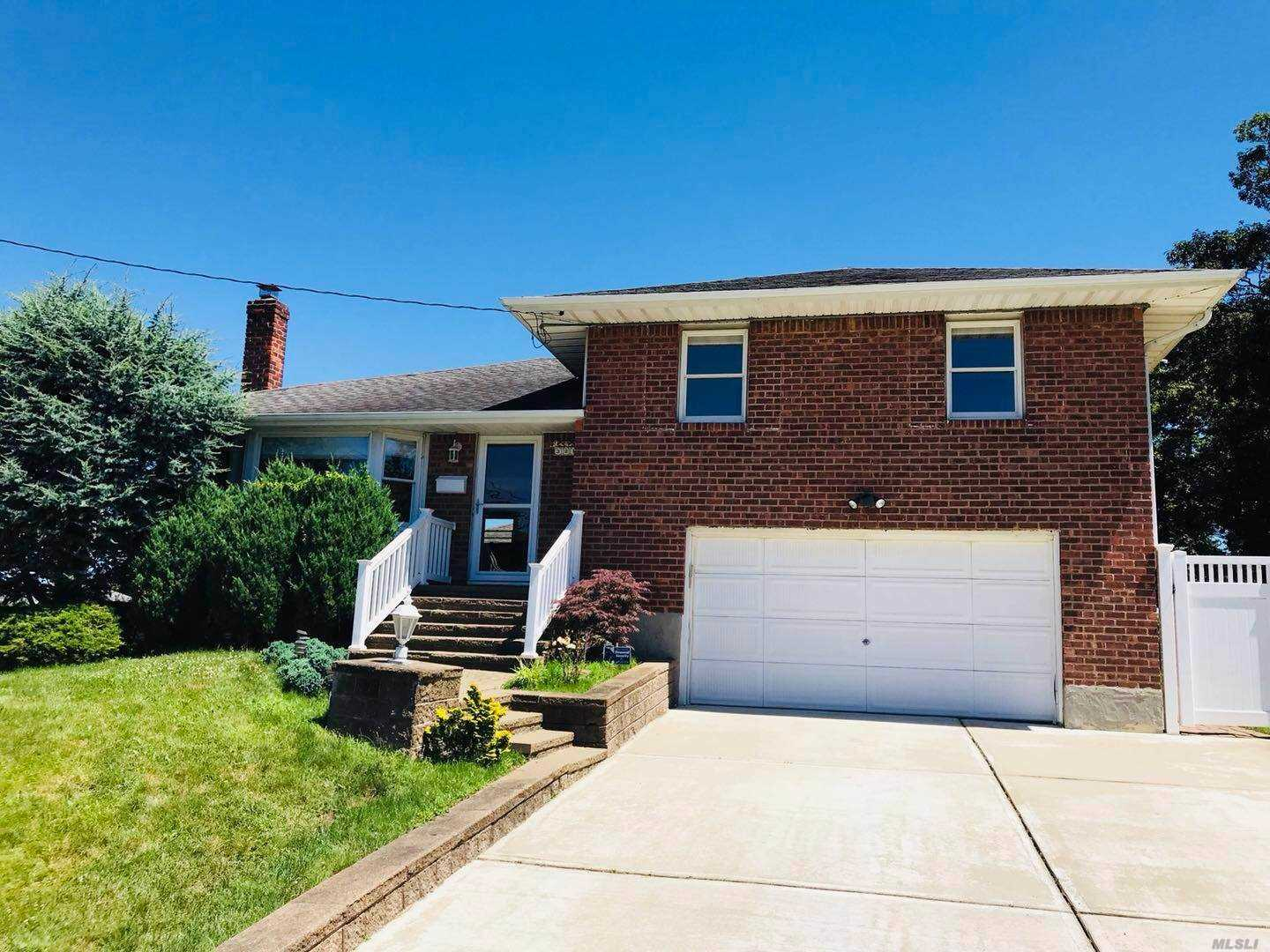 Well Maintained Split Level 4 Bedrooms 2 Bathrooms House In Jericho. Hard Wood Floors, Updated Kitchen, In-Ground Sprinklers For Garden Etc, Syosset Schools. Closed To All.